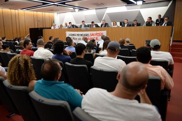Governo de Minas anuncia concurso para substituir agentes contratados