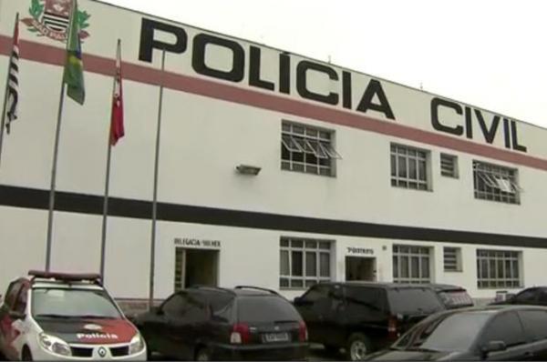 Ele foi levado ao 7º Distrito Policial, onde permanece à disposição da Justiça.