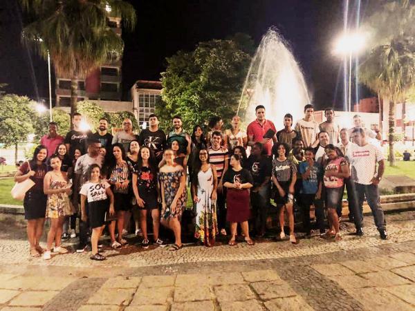 Jovens da Primeira Assembleia de Deus de Carangola, promoveram na noite deste sábado 09/03, uma ação de evangelismo na praça central da cidade. (Foto/Divulgação)