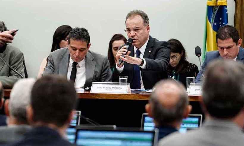 Deputado Samuel Moreira, relator da reforma, afirma que não existe texto alternativo em discussão (foto: Pablo Valadares/Câmara dos Deputados)