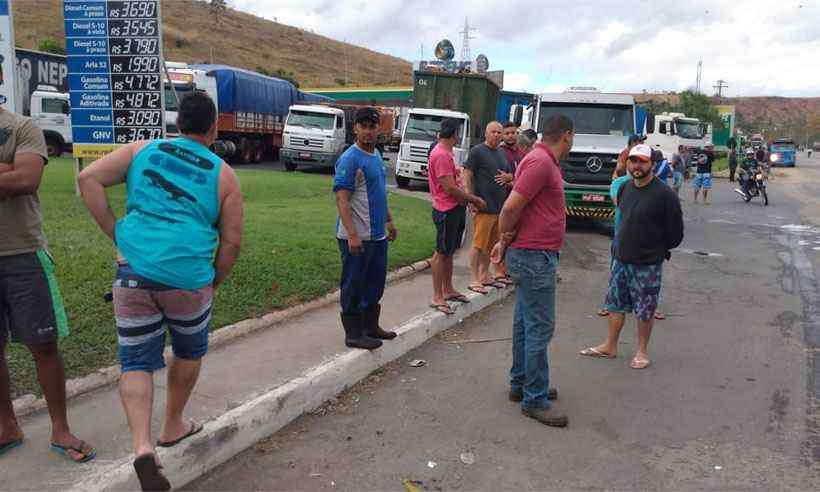 BR-116, em Governador Valadares, na manhã desta segunda-feira (foto: REDE ALERTA/ALEX ELLER)