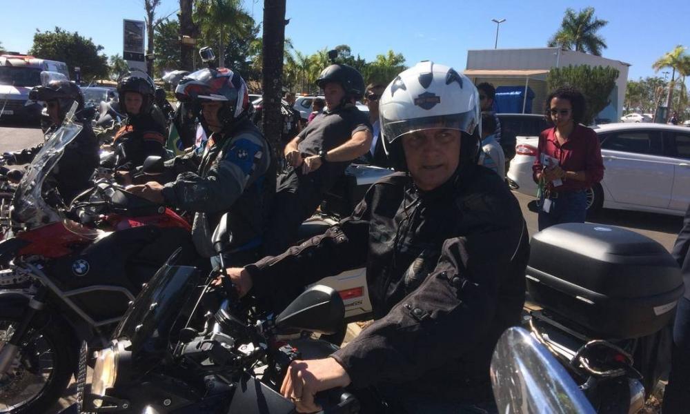 Bolsonaro passeou por Brasília de moto Foto: Daniel Gulino