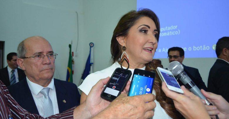 Prefeita de Manhuaçu, Cici Magalhães, é afastada do cargo