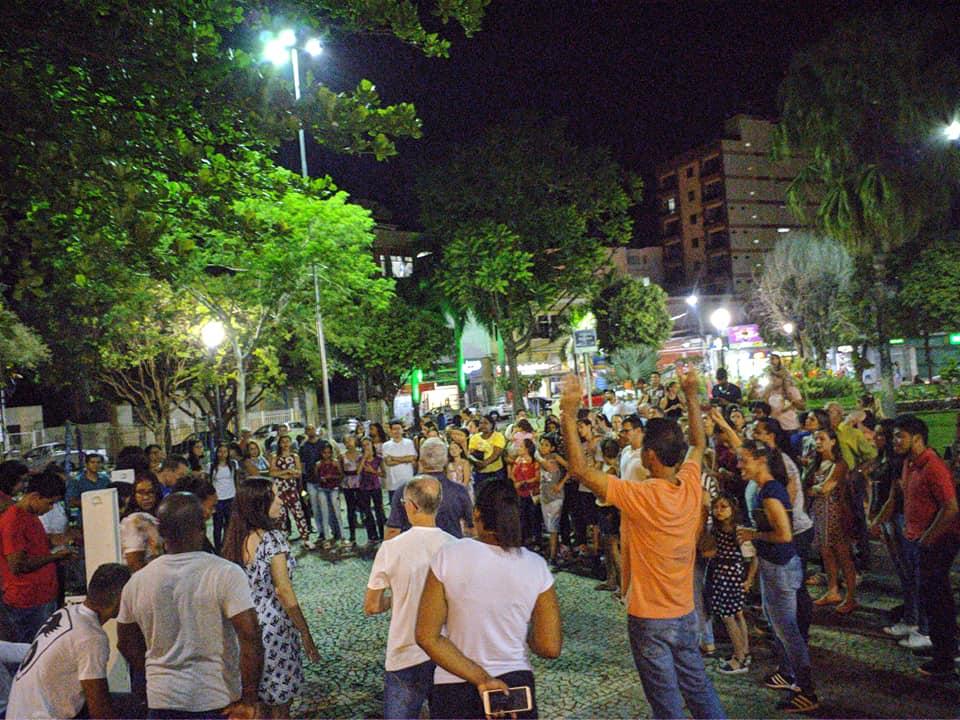 Igreja Batista de Carangola clamou a Deus na praça central da cidade (Foto/Divulgação)