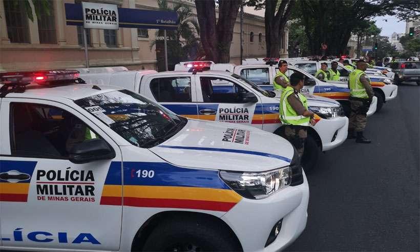 Viaturas na porta do 1º Batalhão da PM, na Região Centro-Sul de BH, na manhã desta quinta (foto: Polícia Militar/Divulgação)