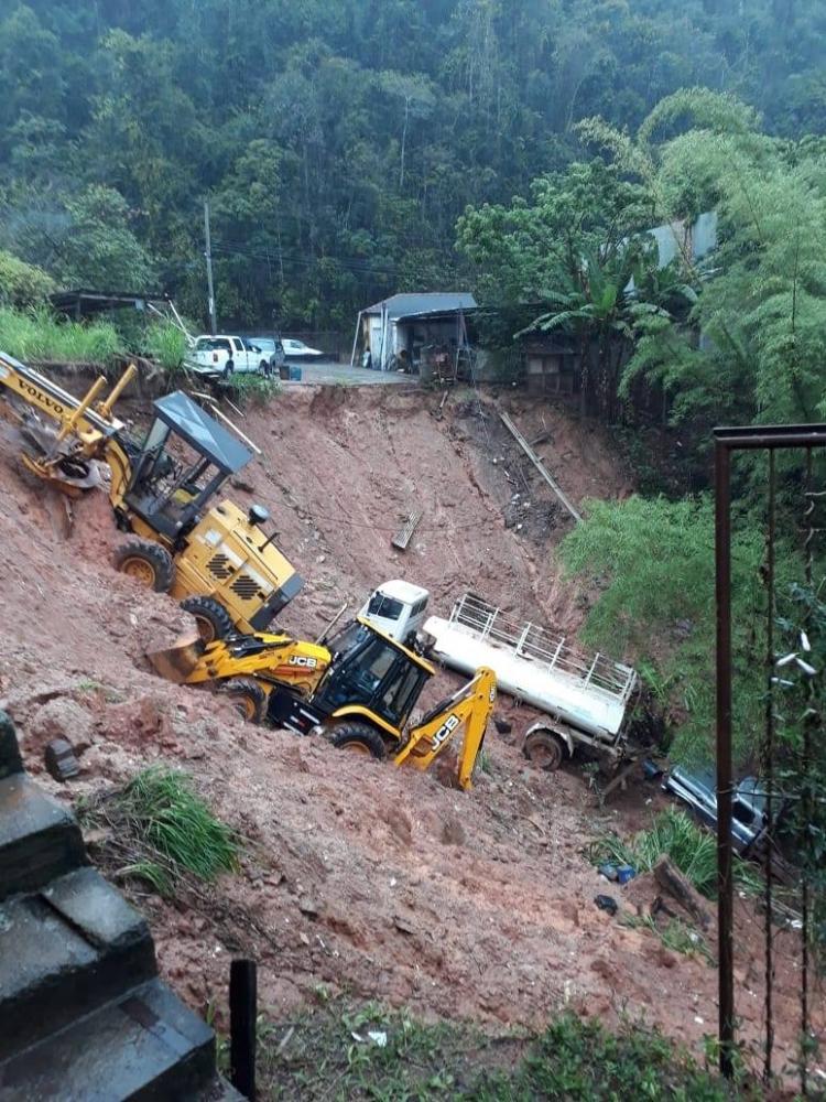Chuvas no Espírito Santo deixam dois mortos e tiram 600 pessoas de casa