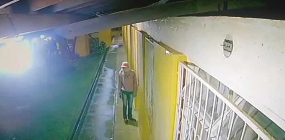 Câmeras registram furto em escola de Divino durante a madrugada de sábado