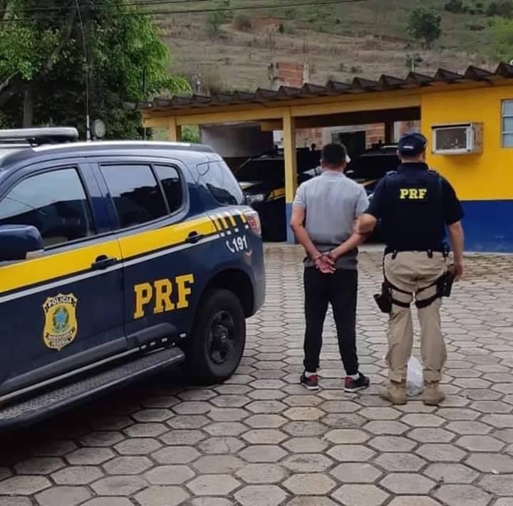 Homem que matou sogro é preso com R$73 mil na BR-116