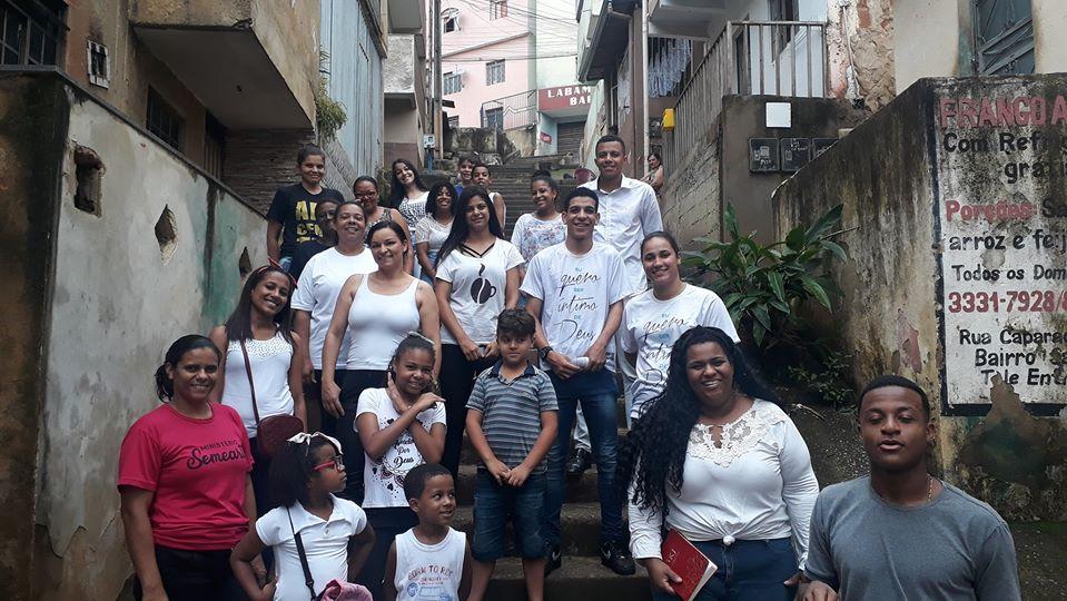 Além de profetizar a paz para o bairro, eles clamaram por toda cidade de Manhuaçu.