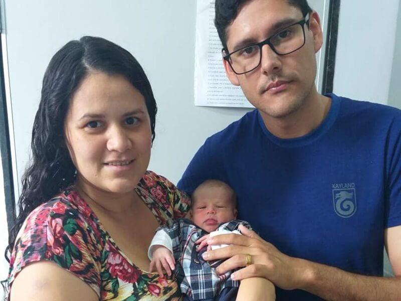 A equipe da Maternidade Eva Silva Dutra do Hospital César Leite comemorou com a família o nascimento de Benjamin e deseja muitas alegrias nesse novo ano.