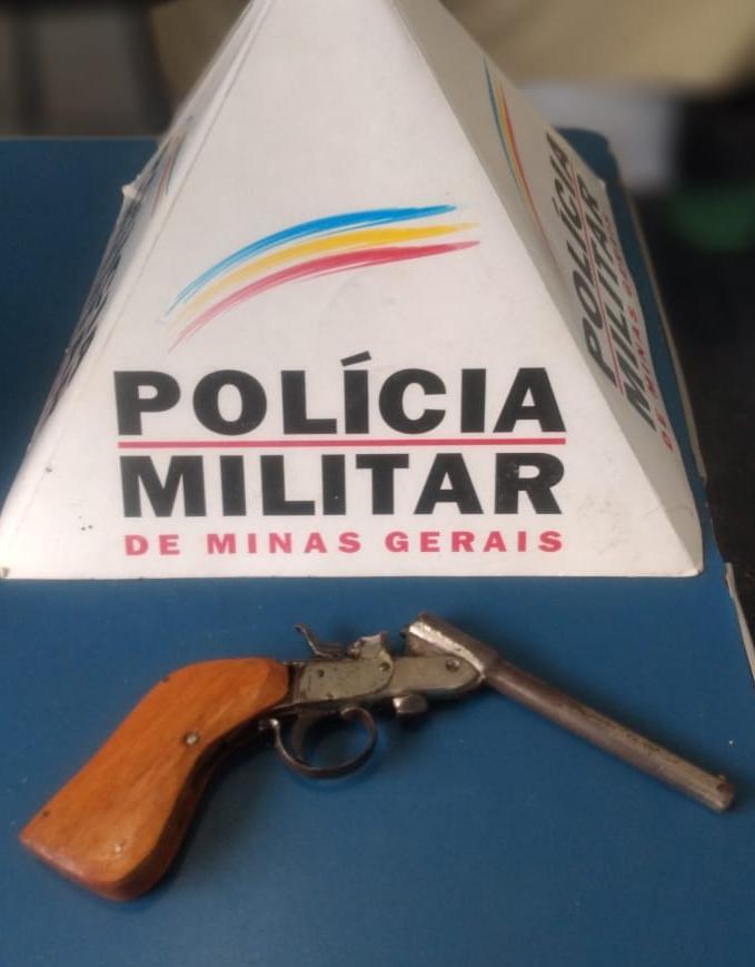 PM apreende arma de fogo em Vila Formosa em Manhuaçu