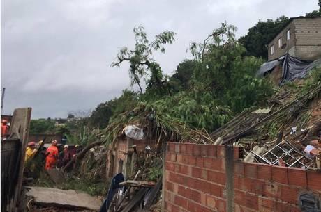 Minas tem pelo menos 13 mortos e 16 desaparecidos por causa das chuvas