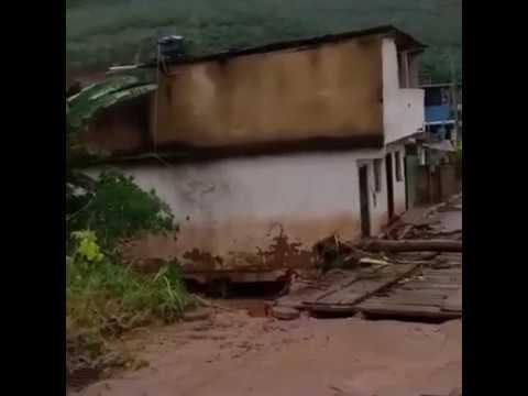 Casa vai ao chão no interior de Minas