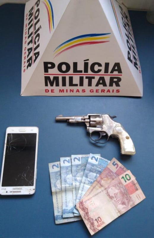 PM apreende arma de fogo e menores que praticaram roubo em Manhuaçu
